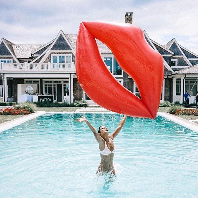 Die besten 25 schwimmreifen ideen auf pinterest for Aufblasbarer pool