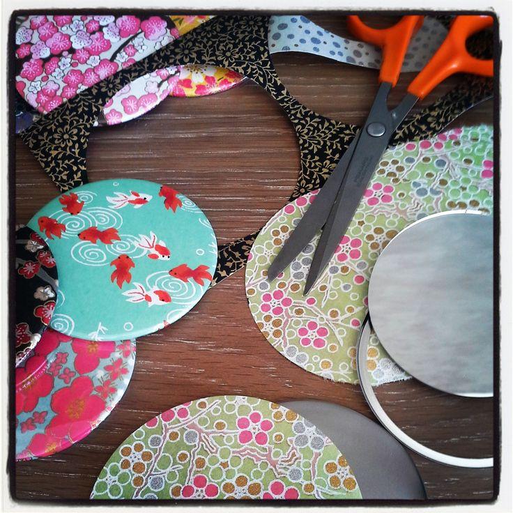 Nouveaux miroirs en préparation dans l'atelier... avec du papier washi! #mmds #atelier #miroir #washi