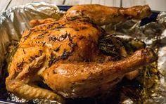 Een lekkere hele kip uit de oven met o.a. rozemarijn, citroen en knoflook. Bekijk hoe jij een lekkere malse kip maakt. Een simpel maar lekker recept!