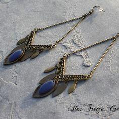 Bijou créateur - boucles d'oreilles pendantes bronze ethniques intercalaires losanges breloques plumes antiques sequins émaillés bleu