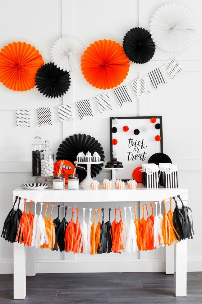 halloween party set up by the tomkat studio halloween tablescapes and party ideas via house - Scary Halloween Party Ideas