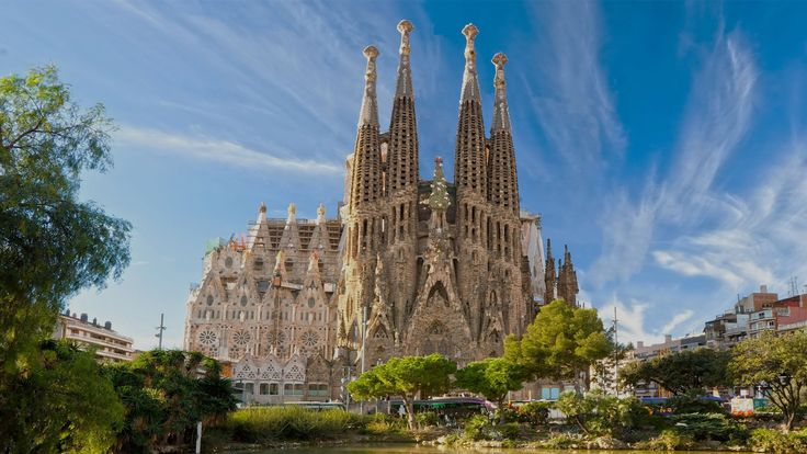 Sagrada Familia - one of the most visited tourist attractions in Barcelona. Even if the vacation season is on standby for most of us, there