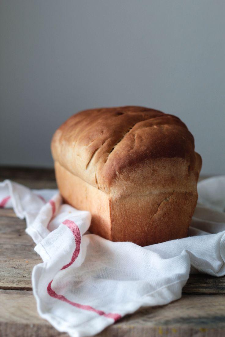 Et lækkert, blødt franskbrød med sprød skorpe er nemt og hurtigt at bage selv. Og så smager det endnu bedre end bagerens