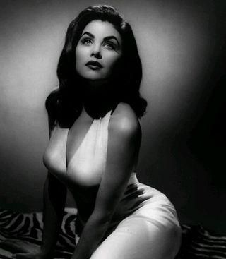 Old Hollywood portraits are the best! Classic.
