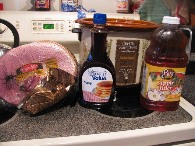 "Recipe: Homemade ""Honey Baked"" HamHoney Baking, Christmas Hams, Crock Pots, Apples Juice, Homemade Honey, Christmas Dinner, Crockpot Maple Syrup, Ingredients Maple Syrup, Baking Hams"