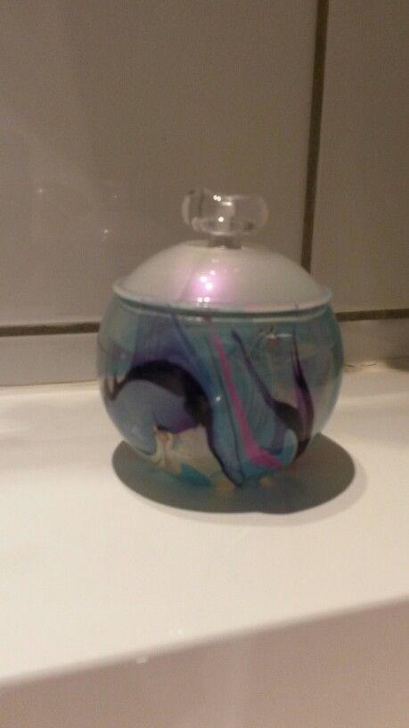 Parfum Noa flesje opgepimpt met water en nagellak.