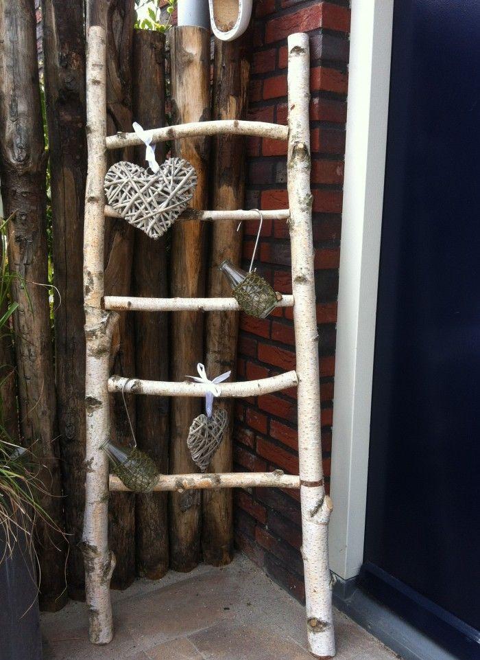 Houten ladder / Berkenhouten ladder / Witte ladder / Handdoekenrek  Leuke ladder gemaakt van berkenhout. Past goed in een landelijke inrichting of kan gewoon buiten. Ook leuk als handdoekenrek. www.decoratietaken.nl