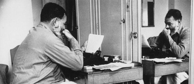 http://mundodelivros.com/ernest-hemingway/ - O nome de Ernest Hemingway é bastante conhecido na história da literatura. Não só pela obra de excelência com que nos presenteou ao longo da sua carreira, mas também por ter sido condecorado com o Nobel da Literatura e um Pulitzer. No blog Mundo de Livros, decidimos prestar uma pequena homenagem, relembrando a sua vida e algumas das suas obras mais emblemáticas.