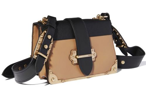 Le sac Cahier Prada disponible en boutique le lendemain du défilé