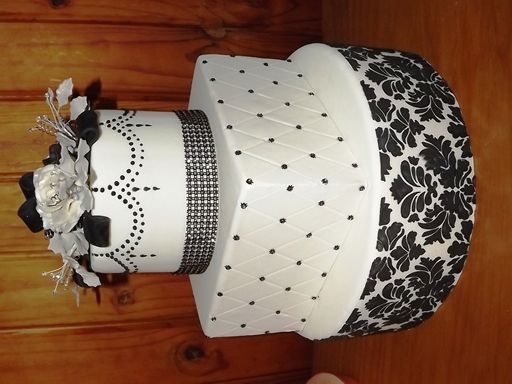 Black and White Damask and Diamond Piped Wedding Cake