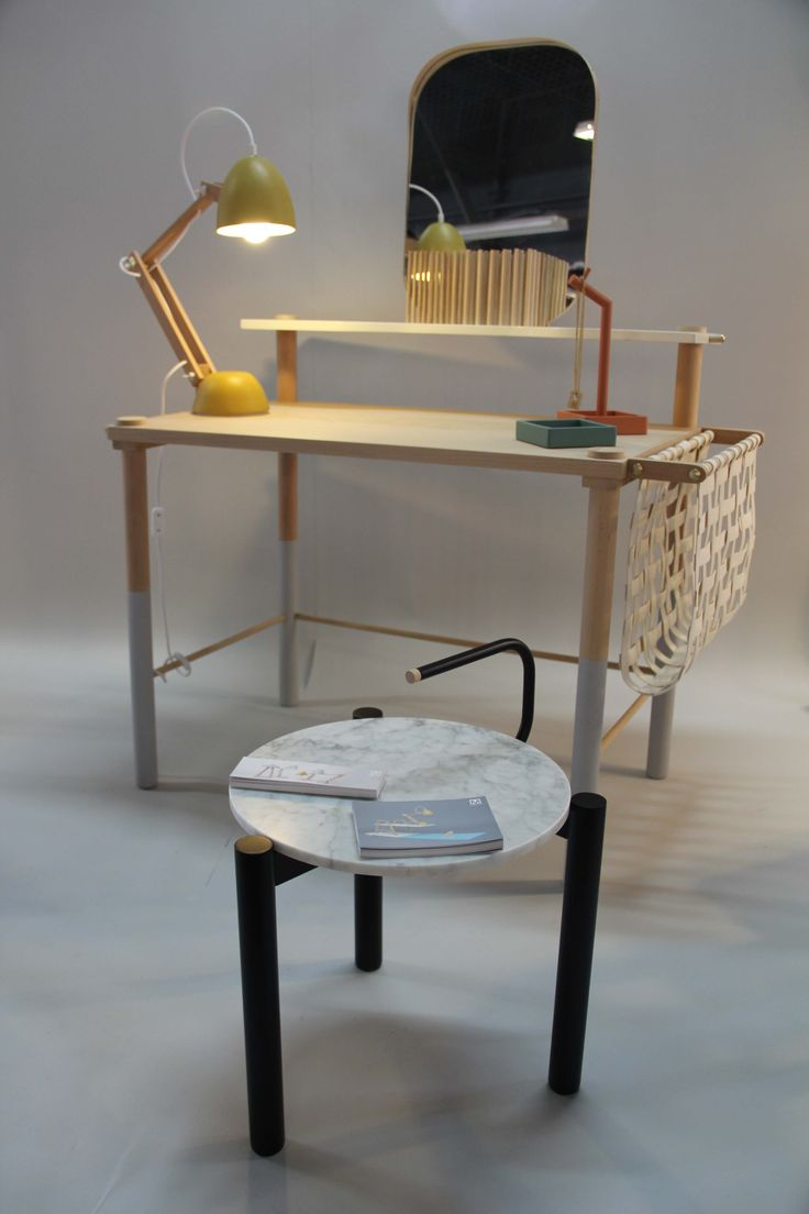 M.OSS design, Helmut lamp geel, bureau zonder schroeven en marmer bijzettafeltje, Dutch Design Week 2014. Foto Gimmii