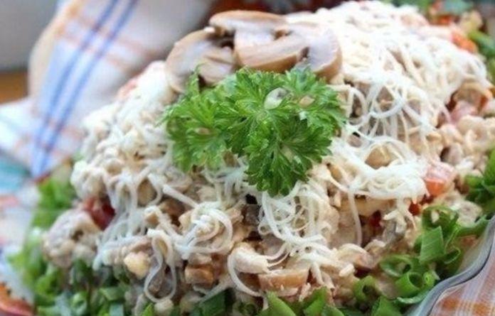 Идеальный вариант для будних и для праздника: Салат «аппетитный» с куриным филе