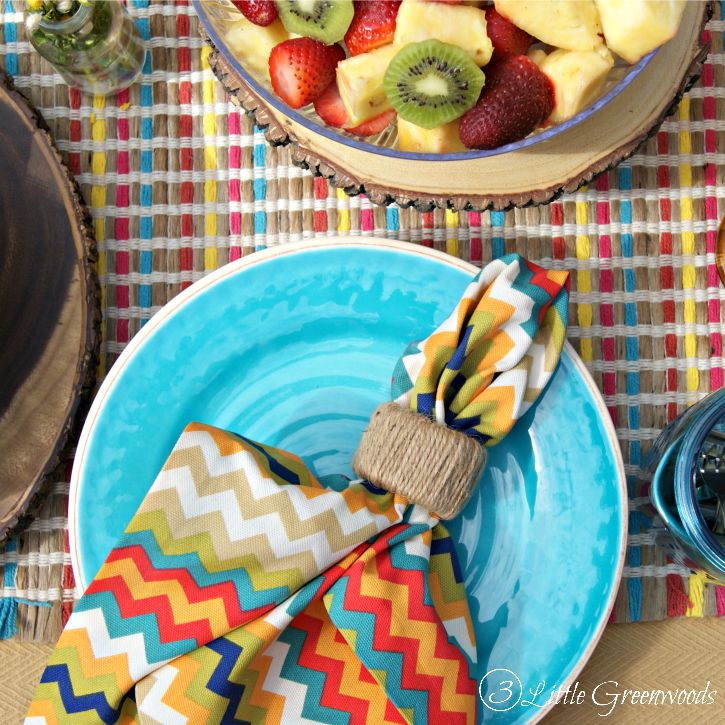 Celebrate Memorial Day, Fourth of July, and summertime! Here's how to throw a Summer Cookout Party! Summer tablescape ideas, cookout menu, and a bbq recipe!