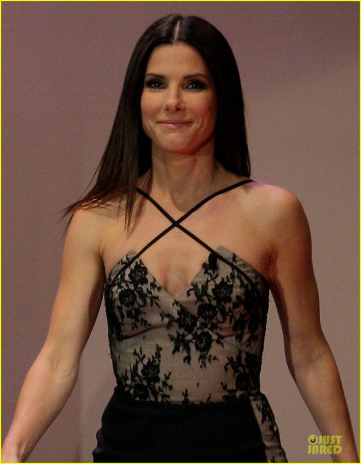 Sandra Bullock Talks Naked Scene with Chelsea Handler! | sandra bullock talks naked scene with chelsea handler 04 - Photo