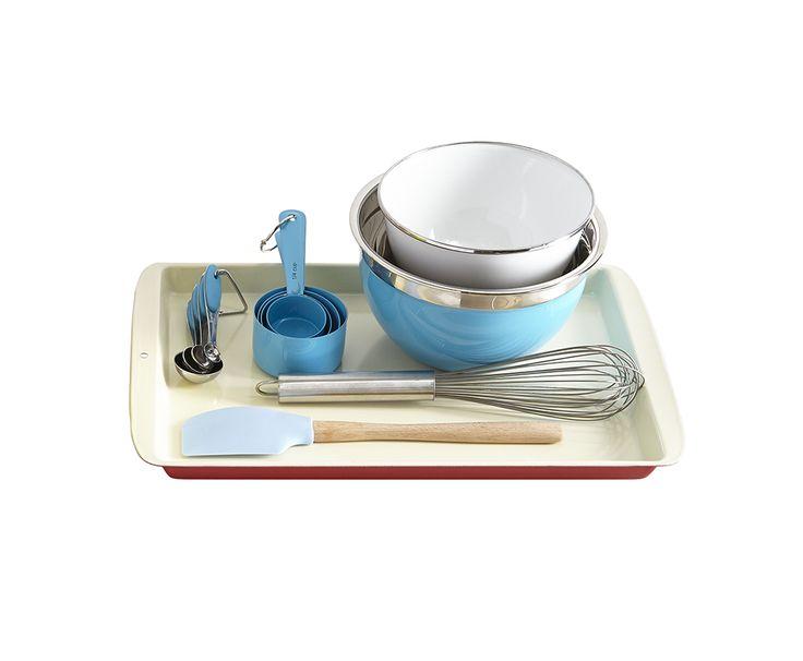 Mélanger, fouetter et mesurer   Pinces :  les modèles avec embouts en silicone s'utilisent avec les poêlons antiadhésifs sans les rayer. Les longues pinces sont parfaites pour la cuisson à feu élevé et pour touiller la salade.    Louches :  choisissez des louches profondes pour les soupes et les ragoûts et de plus petites pour les sauces.    Fouets :  les fouets ballon sont idéaux pour les omelettes. Pour atteindre le fond des casseroles, un fouet plat est de mise.    Spatules :  pour…