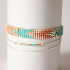 Bracelet tissé perles miyuki / bleu turquoise corail et un bracelet simple enfilage dans les mêmes tons.