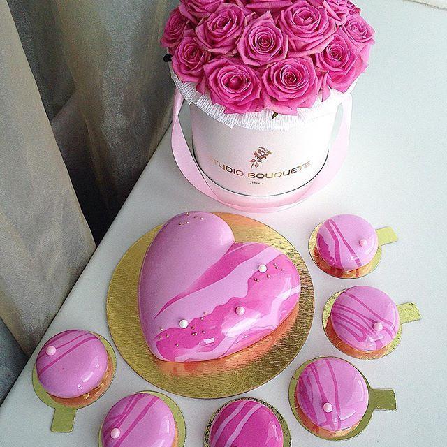 """ถูกใจ 181 คน, ความคิดเห็น 6 รายการ - Торты на заказ Москва (@foodbook.cake) บน Instagram: """"Нежный розовый тортик на первый день рождения малышки Сашеньки  От нас желаем крепкого здоровья и…"""""""