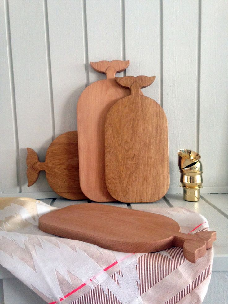 A cosy family of whale chopping boards, which comes in different sizes and wood spicies. Designed by CPC studio and made by a Danish cabinet maker.