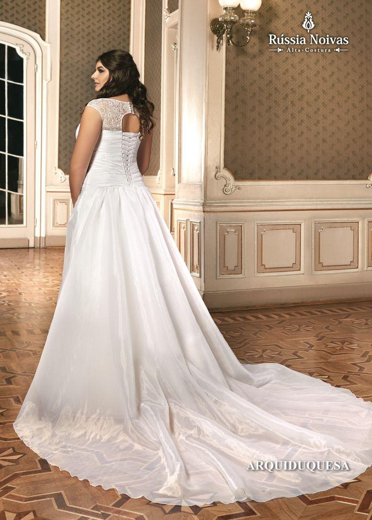 ARQUIDUQUESA - Arquiduquesa era o título nobiliárquico usado principalmente pela Família Imperial Austríaca. Para saber mais, acesse: www.russianoivas.com #vestidodenoiva #vestidosdenoiva #weddingdress #weddingdresses #brides #bride