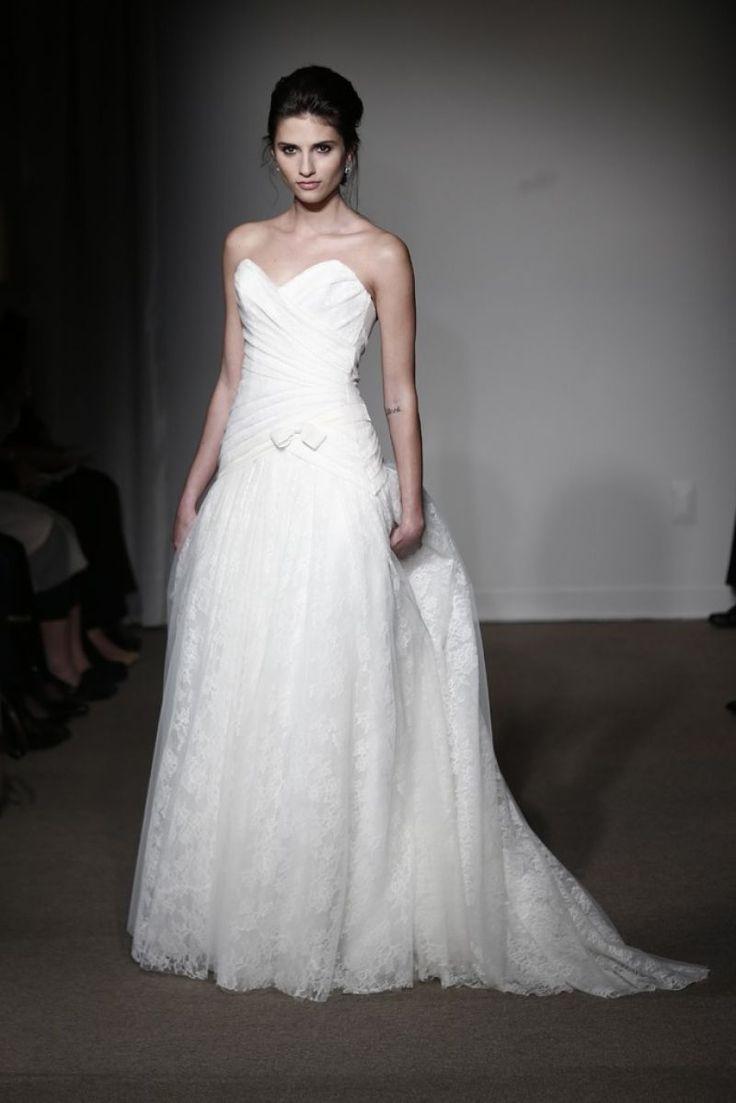 Rochie de mireasa tip ball gown