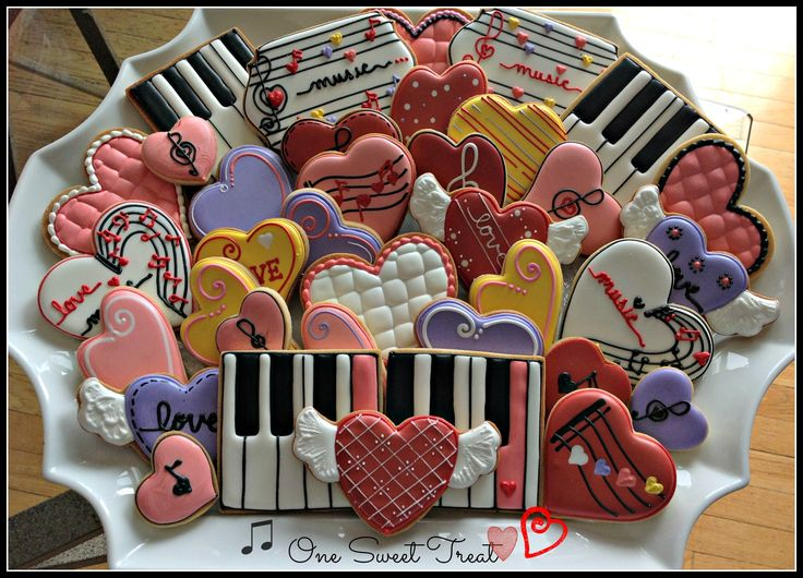 Valentine's Day sugar cookies for a music piano recital. This is the arrangement of cookies on the platter.