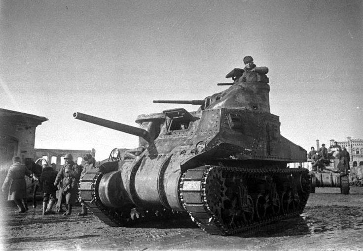 """Foto Rare del Soviet tank tanks M3A1 """"Stuart"""" nella produzione di cuffie americano con fucile mitragliatore Thompson M1928A1 M1919A4 e mitragliatrice. Tecnologia americana è stato permesso di lend-lease completamente attrezzata - con attrezzature e anche piccole armi per l'equipaggio"""