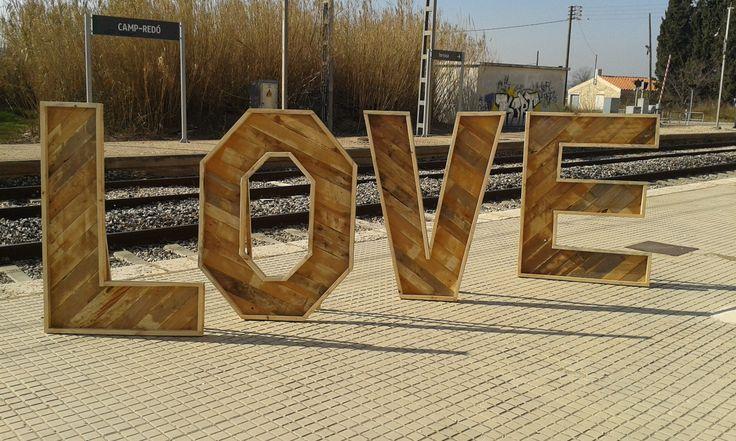 Letras realizadas con maderas de palets usados - Decoracion con palets ...