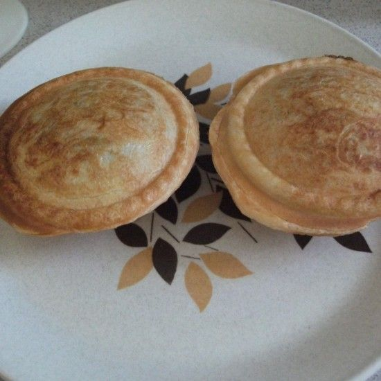 Your Inspiration at Home Steak & Gravy Pie. #YIAH #MeatRub www.yourinspirationathome.com.au