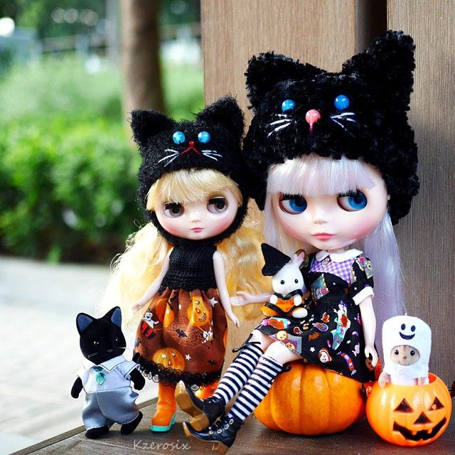 My new girls just in time for trick-or-treating. #Sylvanianfamilies My #crochet #hats #middieblythe 's #outfit #madebyme #Blythe dress by #plasticfashion