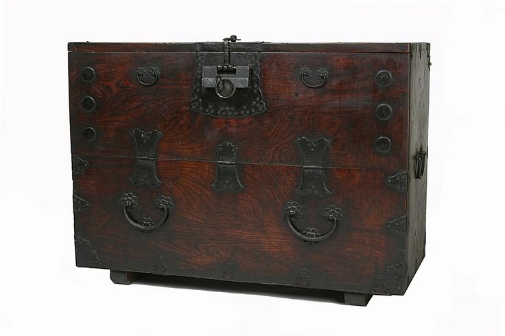 Korean antique furniture [반닫이]