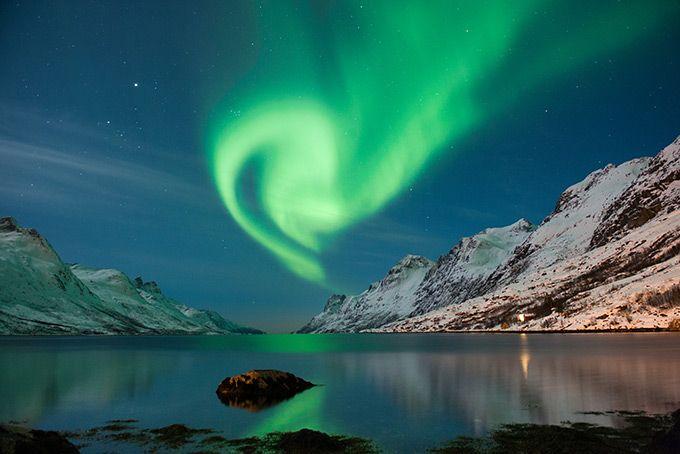 10 лучших мест, где можно увидеть северное сияние — в России и за границей  Полярное сияние в Норвегии