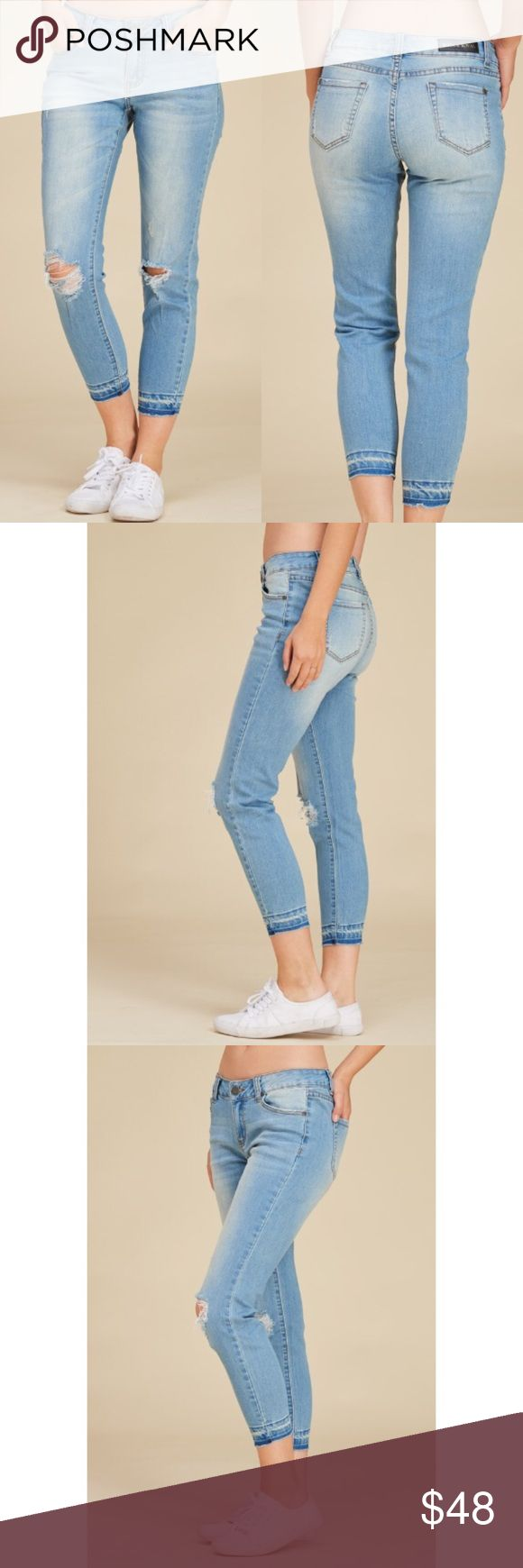 🆕 Selena Cropped Jeans 👑 Light Denim Cropped Jeans With Knee Distressed Detail. Great stretch. 98% Cotton, 2% Spandex •Imported Jubis Boutique Jeans Ankle & Cropped