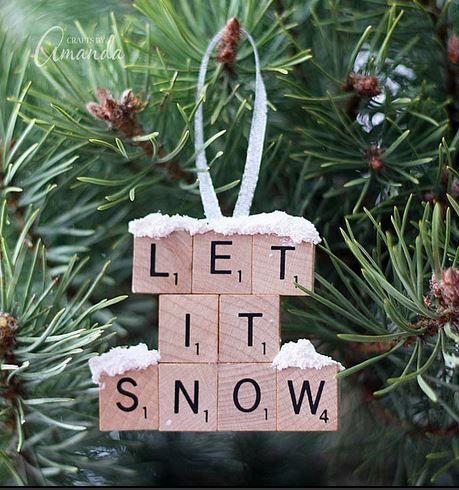 Vous souhaitez décorer votre sapin et créer une ambiance festive sans trop dépenser pour autant? Alors suivez notre mode d'emploi et fabriquez sept décorations originales de Noël.