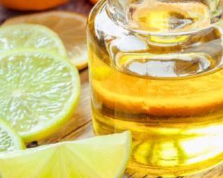 Lotion nettoyante pour visage à la fleur d'oranger et citron : http://www.fourchette-et-bikini.fr/recettes/recettes-minceur/lotion-nettoyante-pour-visage-la-fleur-doranger-et-citron.html