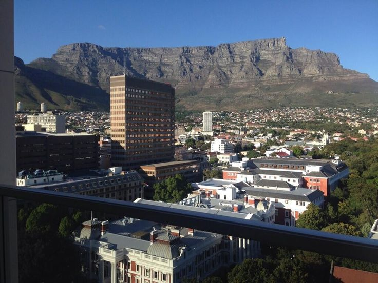 @Leading Hotels #LeadingTBT Amazing View of Table Mountain  From our room in Taj CapeTown  The view is mesmerizing pic.twitter.com/nCb6LsIOkm