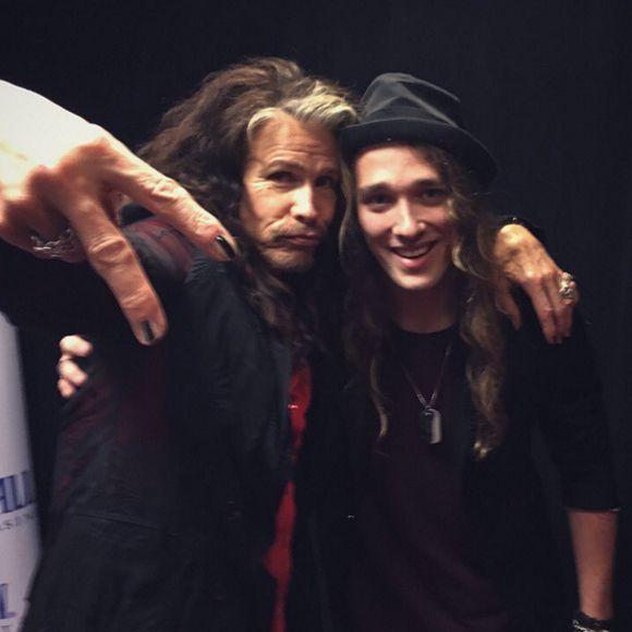 Travis Cormier de La Voix rencontre son idole Steven Tyler!!!   HollywoodPQ.com