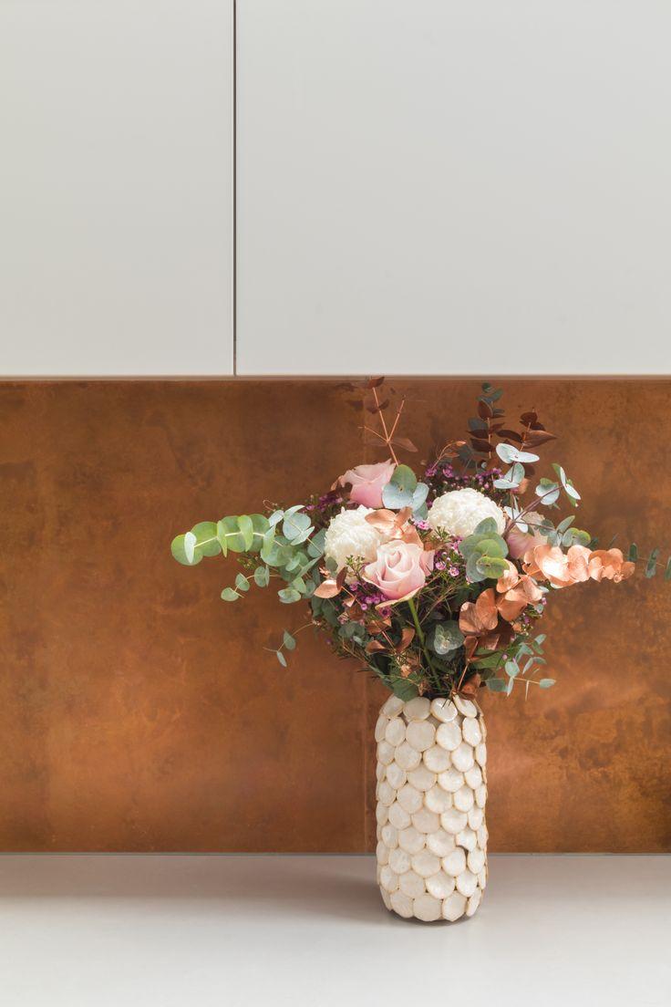 Kitchen, contemporary kitchen, mid century, mid century kitchen, scandi style, copper, copper splashback, white kitchen, handless kitchen, flowers