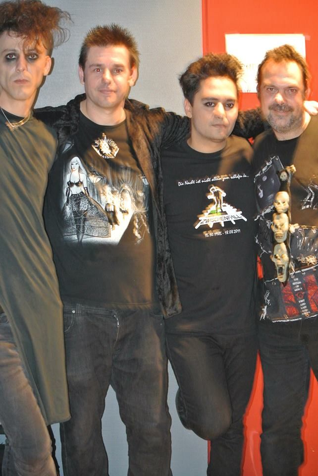 me and my friend Ruben Saey with Volkan Caner - guitar & vocals and  Idris Akbulut - bass (guy on the left)