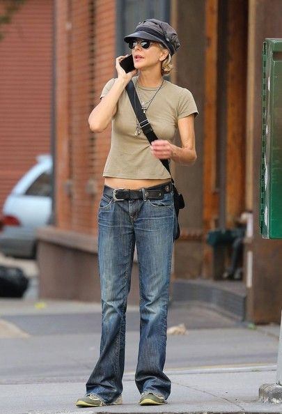 Meg Ryan - Meg Ryan Strolling Through Tribeca
