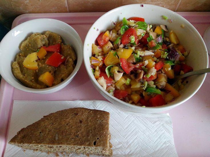 Sa mancam sanatos in post: Salata de ciuperci cu ceapa rosie si telina