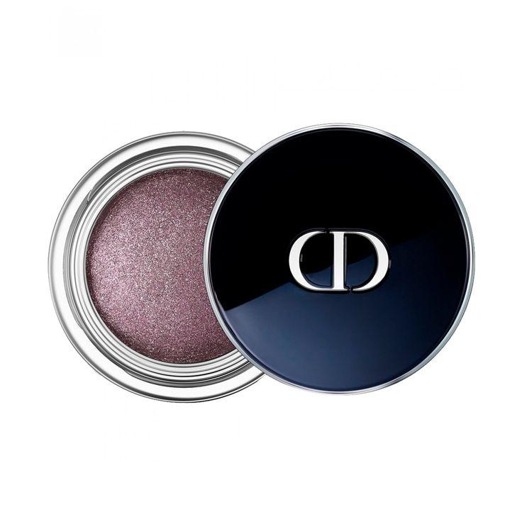 Dior Show Fusion Mono Gel Sombra de larga duración con acabado brillo espejo textura sin residuos que se funde con el párpado y lo viste de un color aterciopelado. En un solo gesto recrea el efecto brillante y homogéneo de un maquillaje profesional.