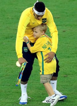Neymar celebrates with his son after the Men's Football Final between Brazil and Germany at the Maracana Stadium on Day 15 of the Rio 2016 Olympic Games on August 20, 2016 in Rio de Janeiro, Brazil.