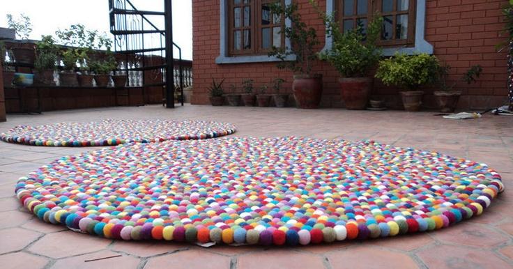 *GEMISCHTE FILZ KUGELN FLUR TEPPICH AUS NEPAL*    Endlich da, Die lange gesuchte Filzkugel Teppich in dieser Farbkombination. Sichern Sie ihre Teppich