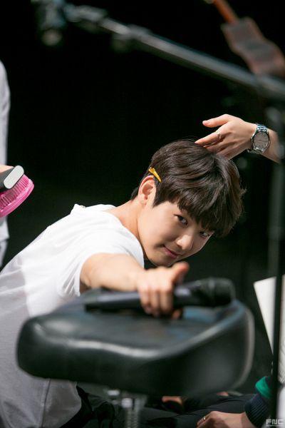 Dibalik Syuting Drama SBS 'Entertainer' dan Kang Min Hyuk