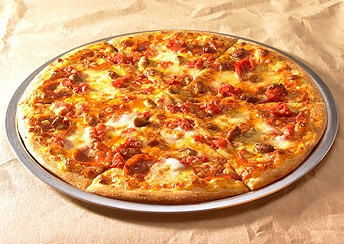 [Brooklyn Kings] The thin, soft crust has a yielding texture special to Domino's Pizza. Enjoy this pizza New York style by folding your slice up as you like! *cut into larger slices.