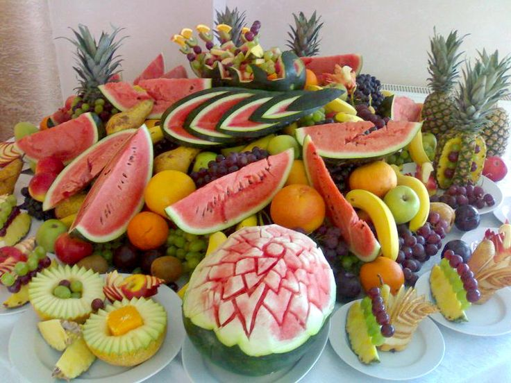 Sculpturi in fructe - http://www.facebook.com/1409196359409989/posts/1474387146224243