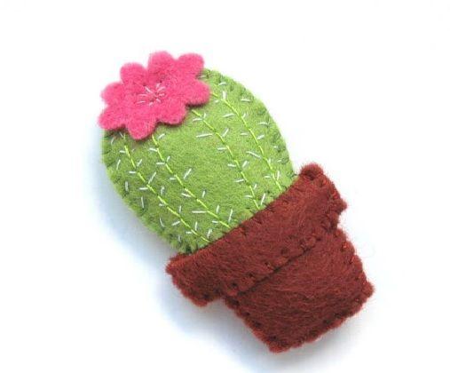 Mini Cacto Em Feltro uma linda pela delicada que pode ajudar a decorar diversos trabalhos e serve como inspiração para novos produtos.