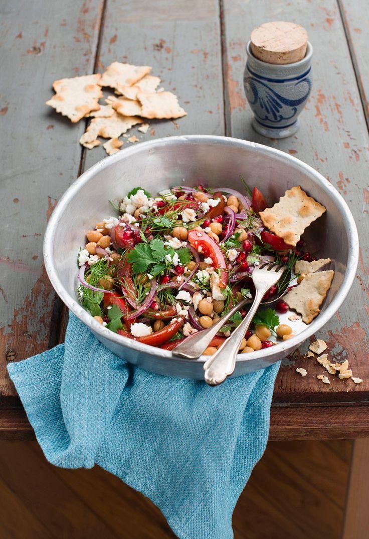 Kichererbsen-Paprika-Salat mit Schafskäse | http://eatsmarter.de/rezepte/kichererbsen-paprika-salat-mit-schafskaese