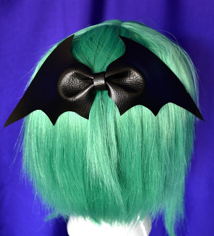 Creepy Cute Bat Bow - I want one of these for when my hair gets long enough to wear one.