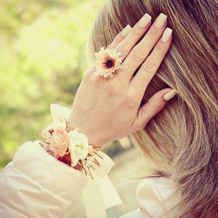 Kde je jen to j@ro a sluníčko. 🌻Venku ho nenajdeme, ale aspon trochu se ho dá koupit na goo.gl/c2jOXm 🌸😀#vavavu CZK 144 + 50 doprava #kdejejaro #prstynek #naramek #dekorativní #dnestvorim #jedinynasvete #unique #ring #bracelet #handmade #springfeeling #instagood #beautiful #princess #photooftheday #trending